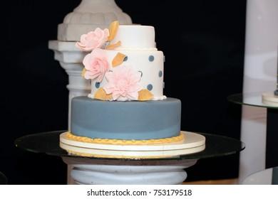 Wedding decor. Wedding luxury, party designs. Vintage cupcakes and wedding cakes decorations.