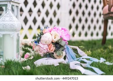 Wedding decorations, bouquet, decorative lanterns.