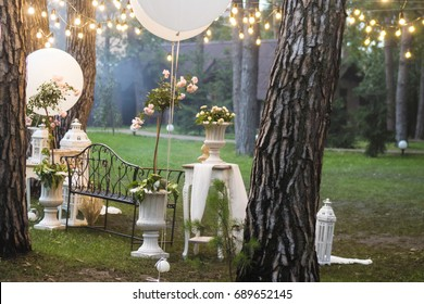 Wedding decorations photon with white balloons and retro garland