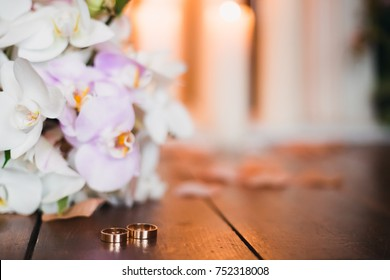 wedding details. bridal bouquet, gold rings