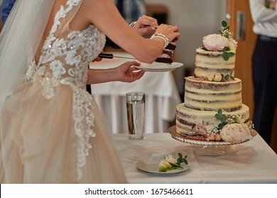 Wedding details, cakes, dresses, flowers and moments