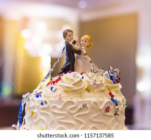 wedding doll cake with love couple