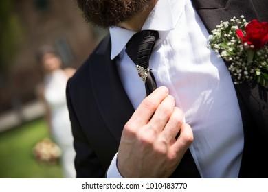 Wedding dress - necktie