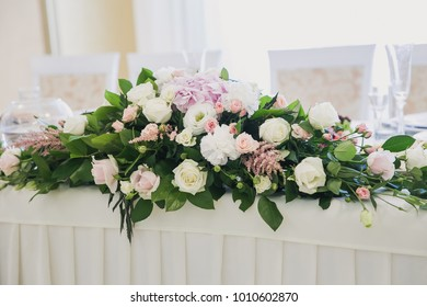 wedding floristry in the restaurant