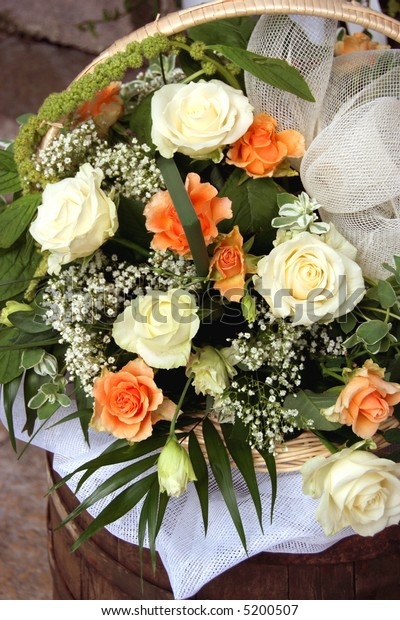 Wedding flowers with Roses and Baby's Breath(Gypsophila)