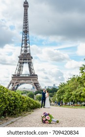 Wedding in front of the Eiffel tower. Wedding flowers