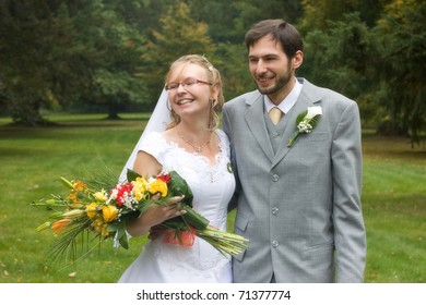 Wedding pair in the park