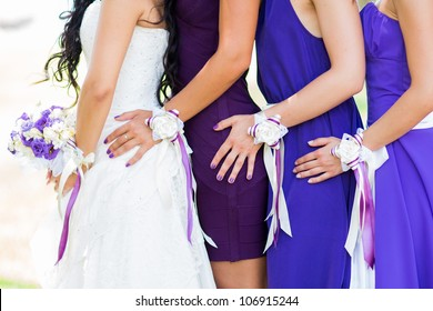 Wedding picture with bridesmades and flowers