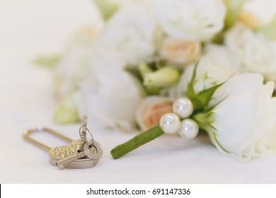 Wedding props, padlock In the form of heart, boutonniere
