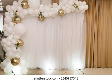 Wedding reception. Arch on a background balloons, party decor. Copy space. Celebration concept. Photo-wall, wedding decoration space or place from white and gold balloons and flowers. Autumn decor.