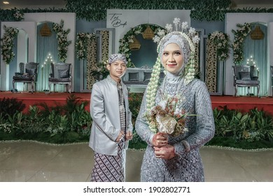 The wedding reception was held at a restaurant, in Belitung, on January 25, 2021. The wedding ceremony between the bride from Belitung and the groom from Bandung is a combination of Javanese and Malay