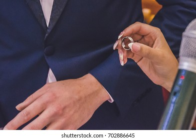 Wedding ring with a diamond  in the hands of the bride
