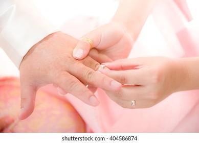 Wedding ring exchange Women wear men