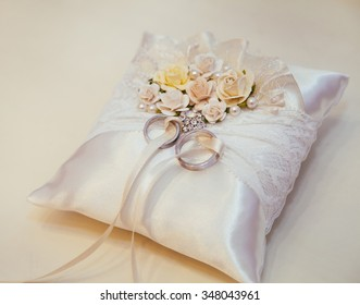 Wedding Ring Cushion Images Stock Photos Vectors Shutterstock
