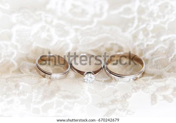 Wedding Rings Diamond On Wedding Dress Beauty Fashion Signs