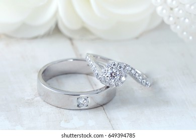 wedding rings, Engagement rings, jewelry,Wedding rings on background