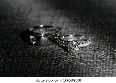 Hochzeitsringe, Einsatzringe, Hochzeitsringe auf Hintergrund