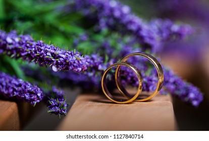 wedding rings, Rings on flower,