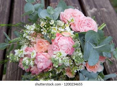 wedding rings on the flowers
