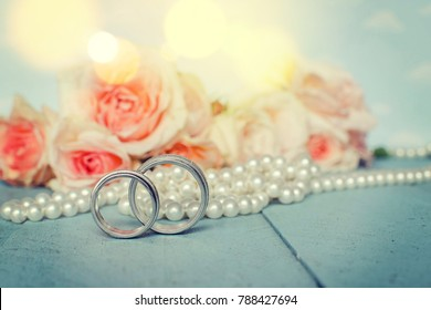 Wedding rings with pearls and flowers