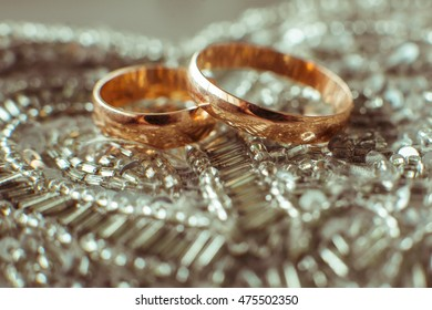 The wedding rings stand on the plate