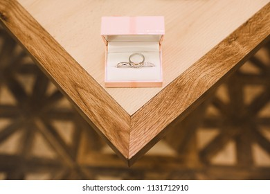 The wedding rings stands in the box