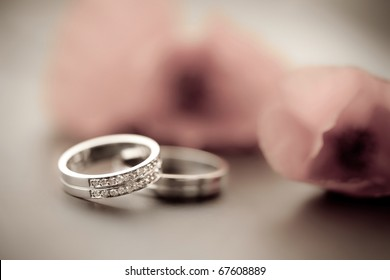 Wedding rings and tullips