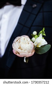 wedding  rose boutonniere on suit of groom