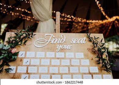 wedding seating plan with flower decor