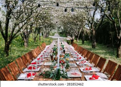 citas de mesa de boda en el jardín