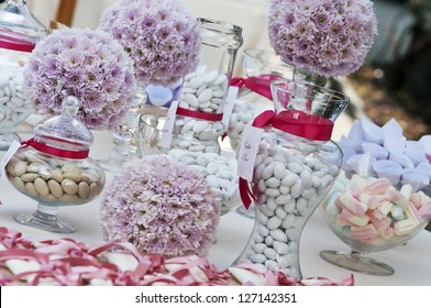 wedding table with confetti and candies
