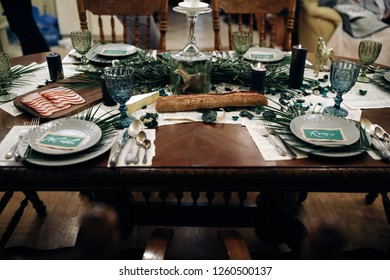 Wedding table decor. Green and white tones. Snacks and bread on the table. Green glasses and serviettes