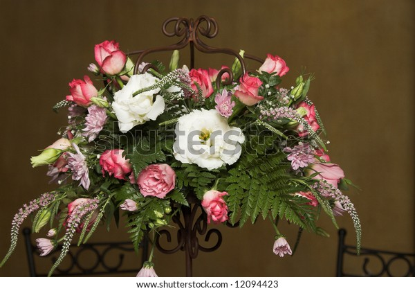 Wedding Table flower arrangement with pink roses