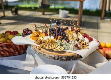 wedding table flower and food decoration