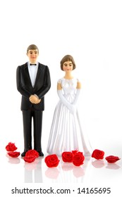 wedding white couple with red roses