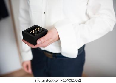 weding preparation - man with cufflinks