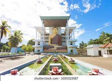 Weherahena Temple, Sri Lanka, Asia - Visiting the impressive buddha statue at Weherahena Poorwarama Rajamaha Viharaya