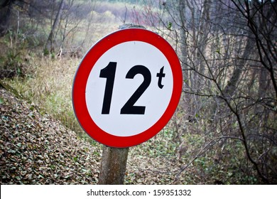 Weight limitation sign in forest in shape of circle