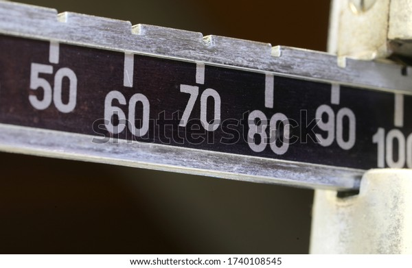 weight of value equal to 100 in the weighing scale of the dietician's clinic during the medical examination