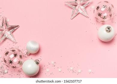Weihnachtsdekoration auf rosa Hintergrund, Top View, Christmas decoration on pink background