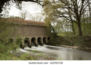 Weir at Almelo-Norhorn canal with long exposure