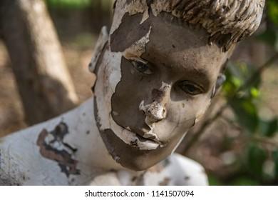 weird grunge mannequin face