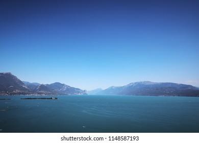 Weitwinkelaufnahme des Gardasee in Italien