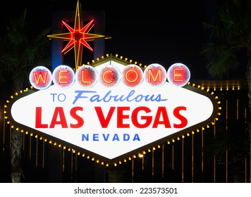 Welcome to Las Vegas neon sign at night.