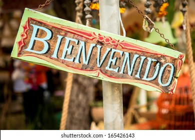 Welcome sign in Spanish with the word Bienvenido.