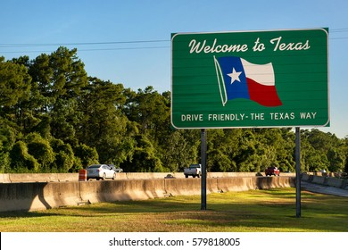 Welcome to Texas sign next to Highway