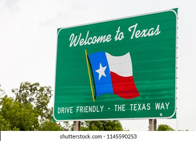 Welcome to Texas sign on the state line between Texas in Oklahoma