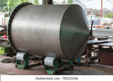 Welded Stainless Steel Tank on Turning Rollers pressure vessel fabrication
