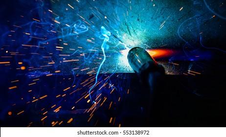Schweißer, Handwerker, technische Stahlschweisser, industrieller Stahlschweisser, werkstechnisch