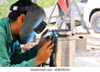 Welder welding aluminum